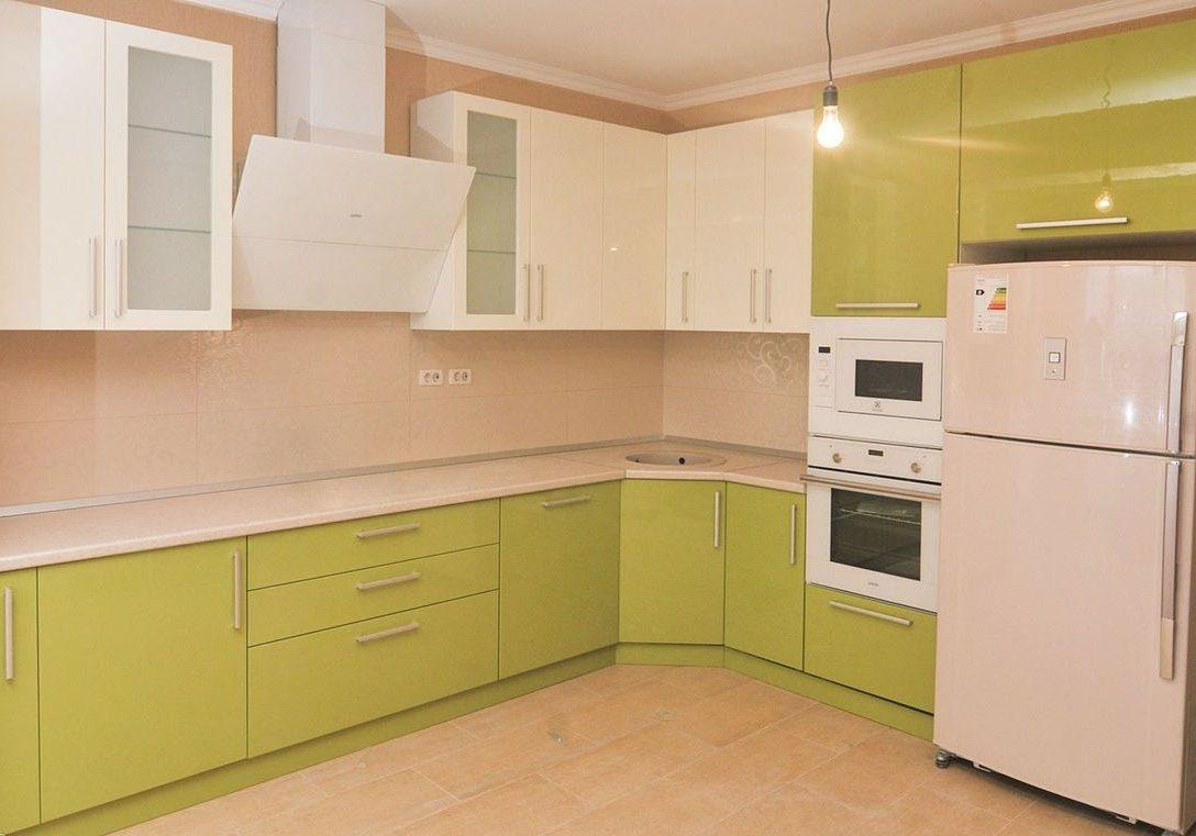 Угловая большая кухня МДФ пленка, цвет фисташковый и белый