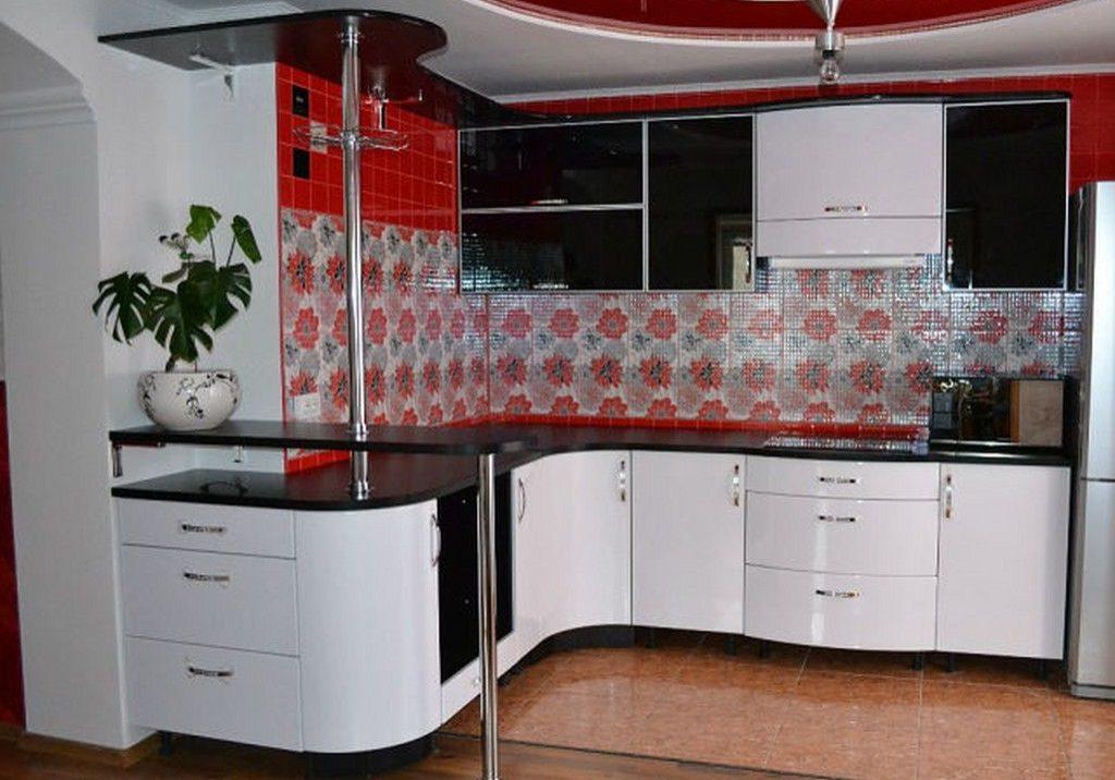 Угловая черно-белая кухня с барной стойкой, пластик и эмаль