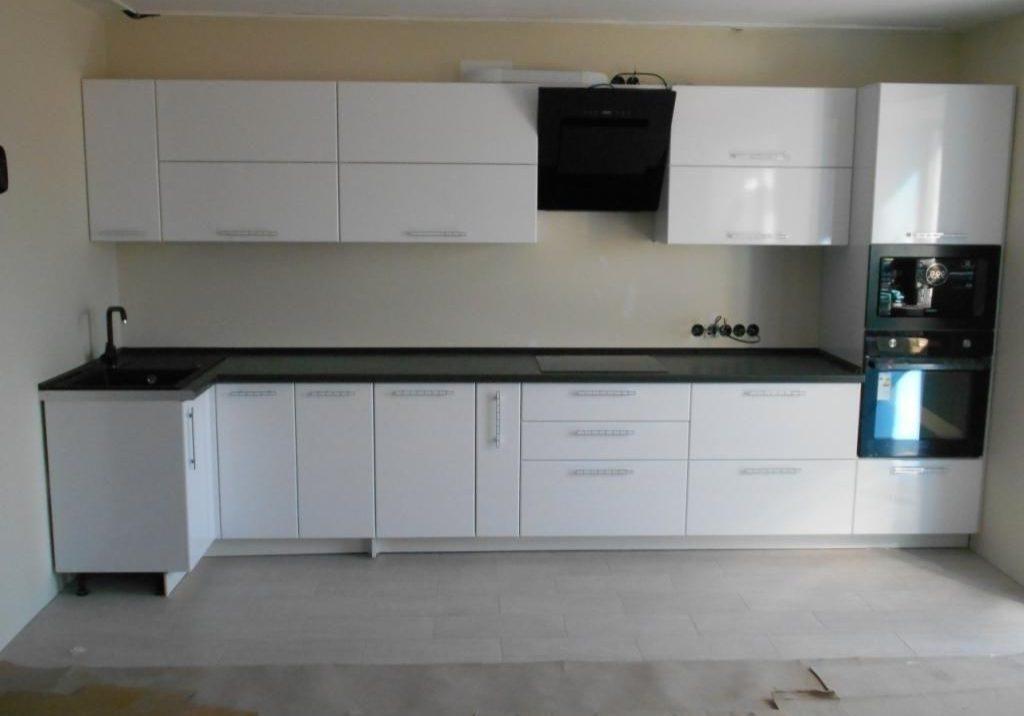 Угловая глянцевая кухня МДФ пленка, белого цвета