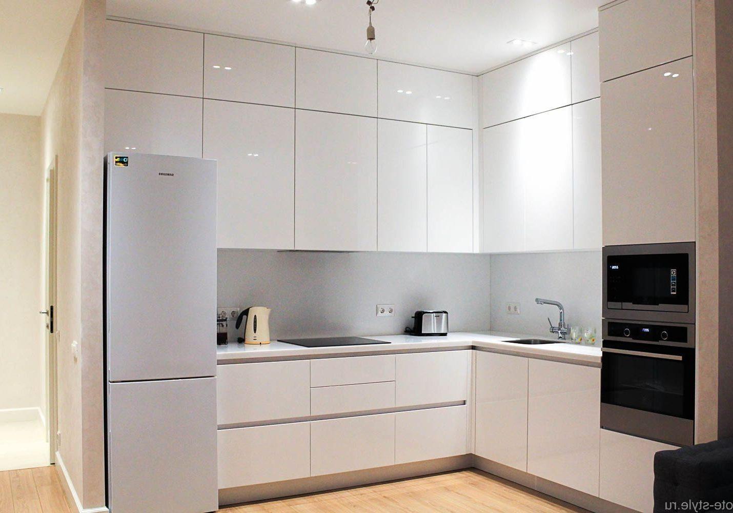 Угловая глянцевая кухня, встроенная
