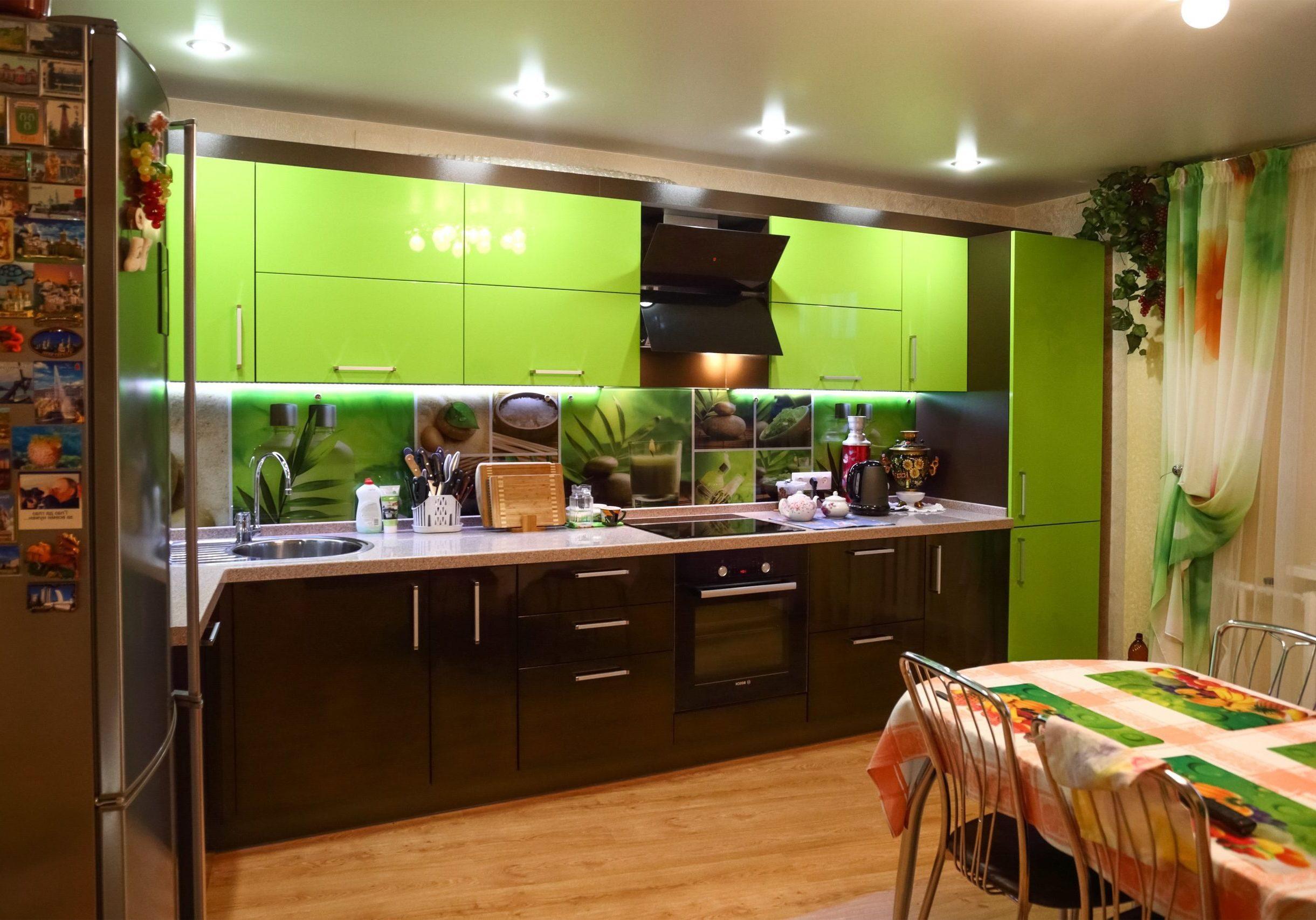 Угловая коричнево-зеленая кухня МДФ эмаль