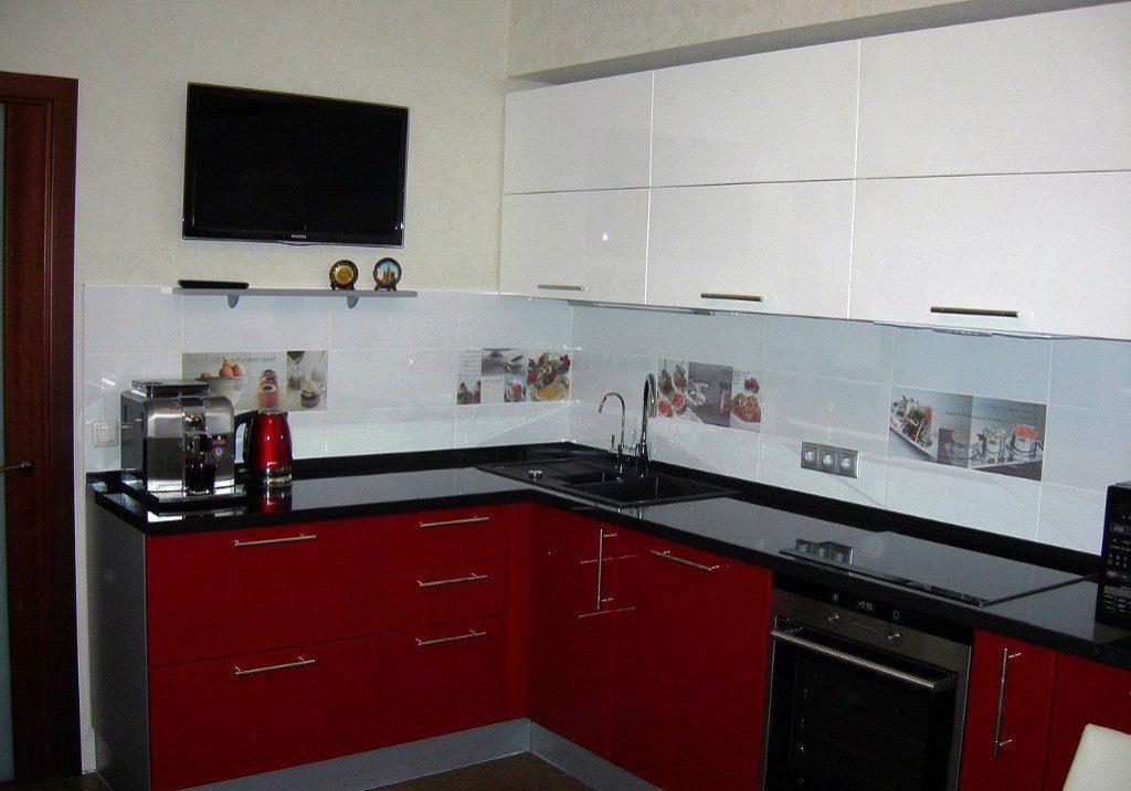 Угловая красно-белая кухня, бардовая, глянец, МДФ пленка