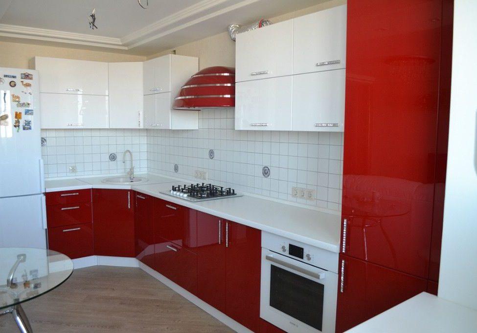 Угловая красно белая кухня глянец_1