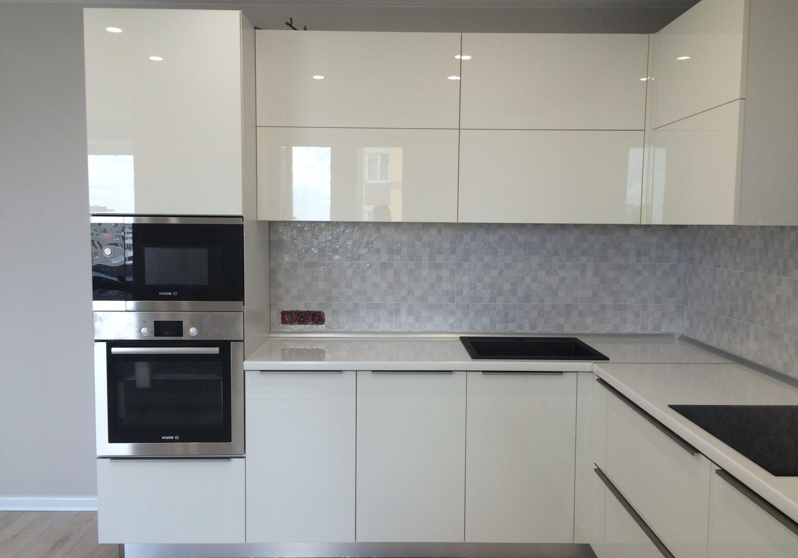 Угловая кухня белая глянцевая МДФ