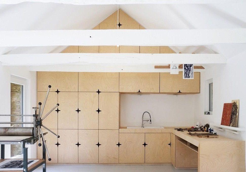 Угловая кухня из фанеры на мансарду