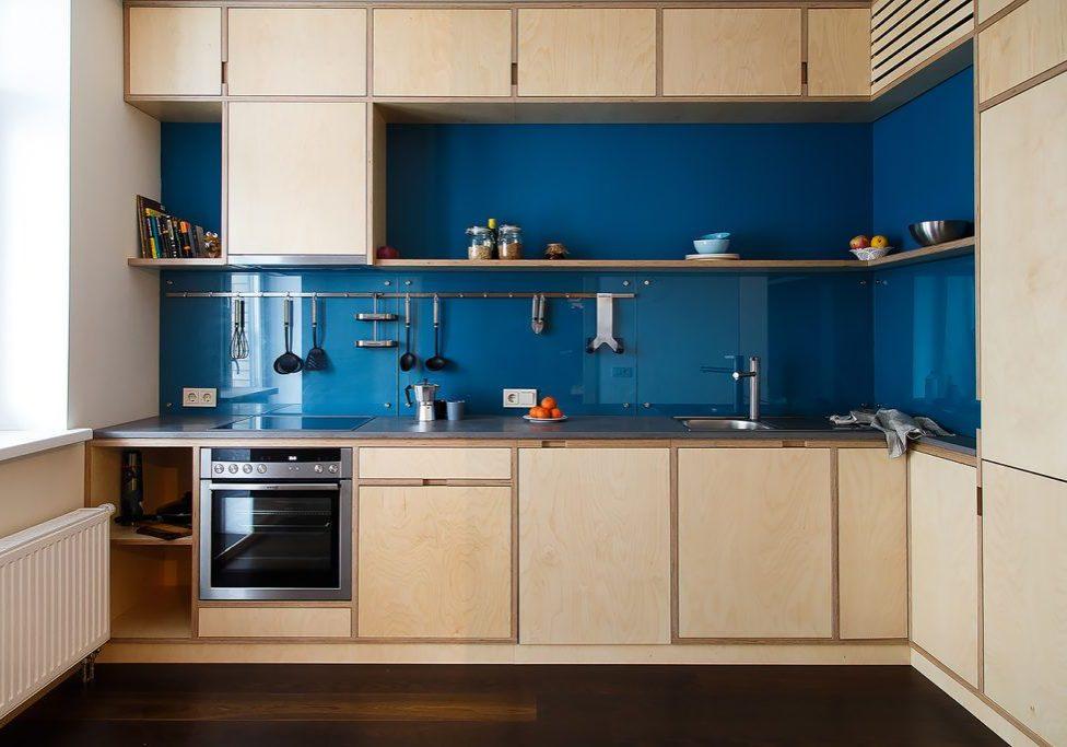 Угловая кухня из фанеры в квартиру