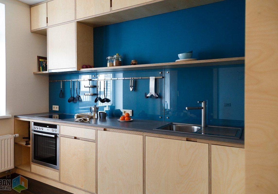 Угловая кухня из фанеры в квартиру, вид сбоку