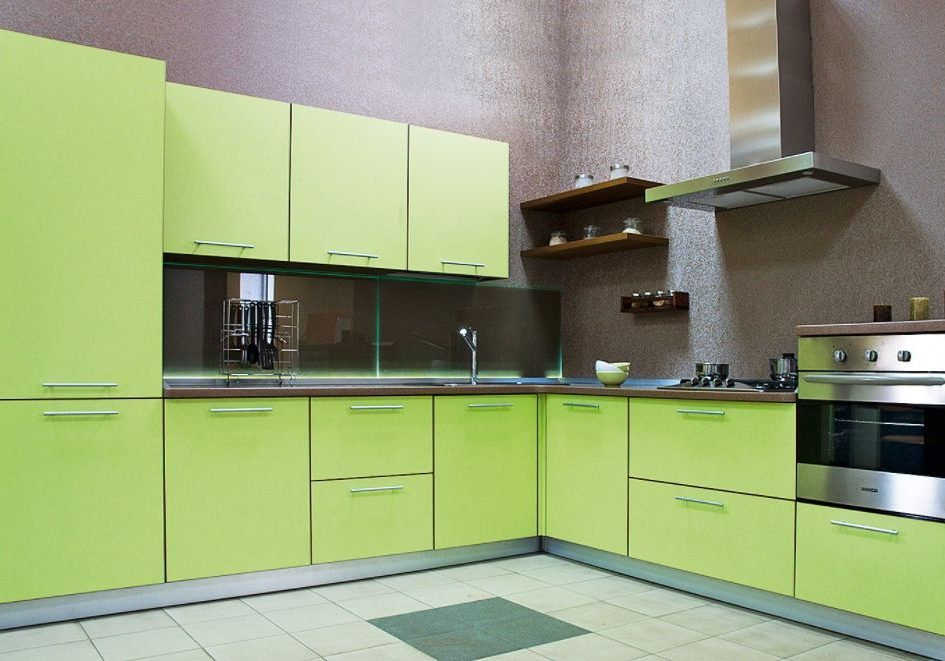 Угловая кухня МДФ пленка, цвет зеленое яблоко
