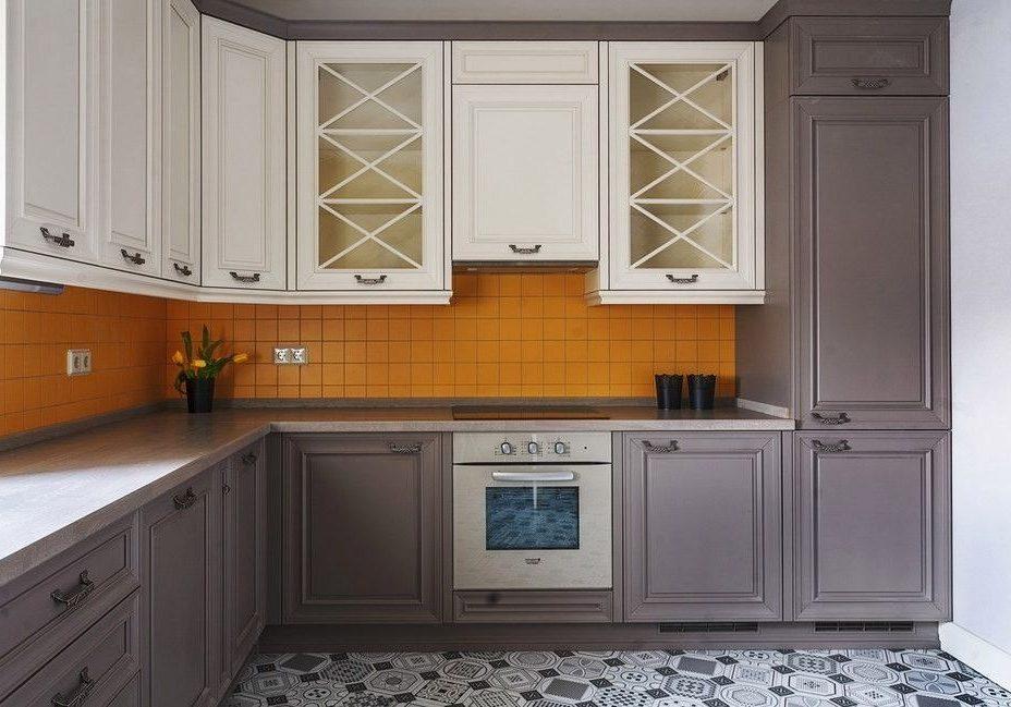 Угловая кухня модерн белого цвета, матовая