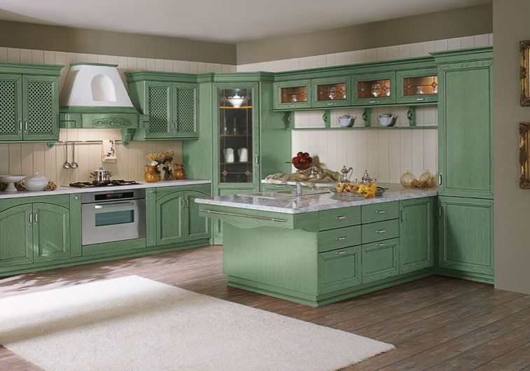 Угловая кухня с островом зеленого цвета, стиль классика