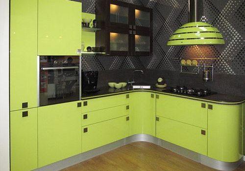 Угловая зеленая кухня без верха