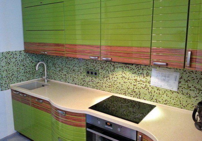 Угловая зеленая кухня МДФ эмаль и шпон натурального дерева, глянец