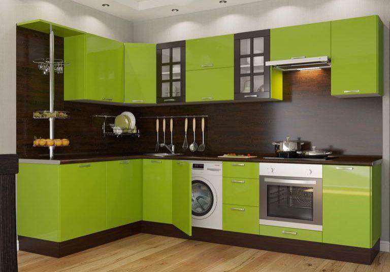 Угловая зеленая кухня МДФ пленка глянец с деревом