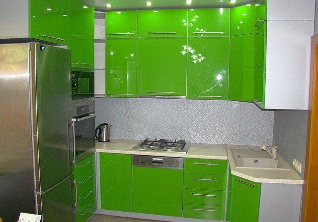 Угловой зеленый кухонный гарнитур, глянец