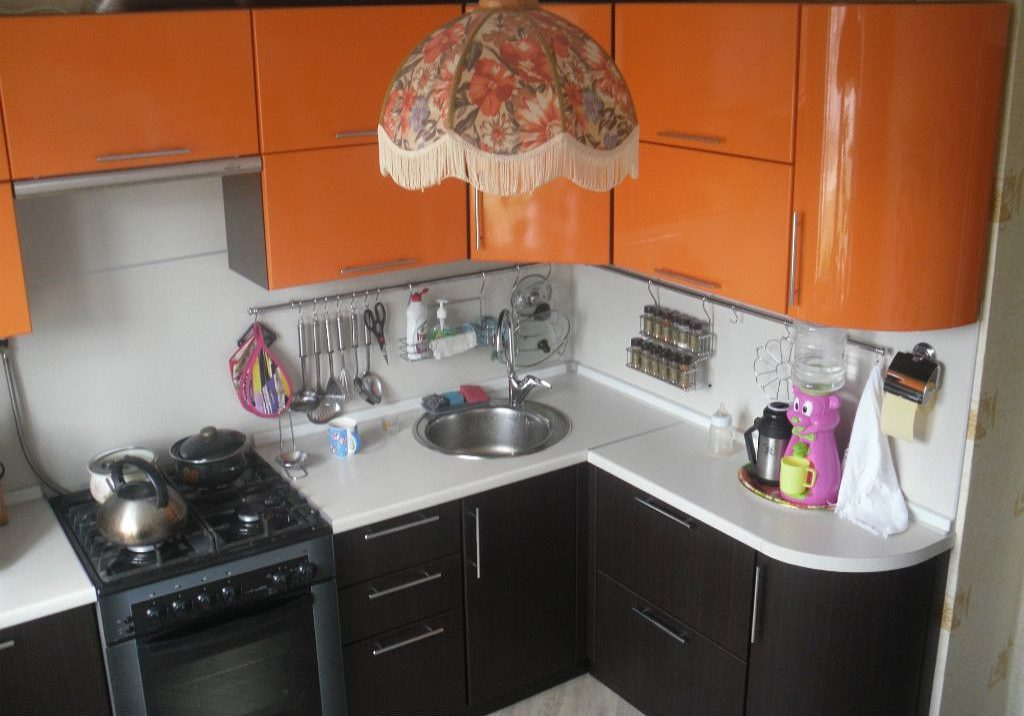 Угловые маленькие кухни