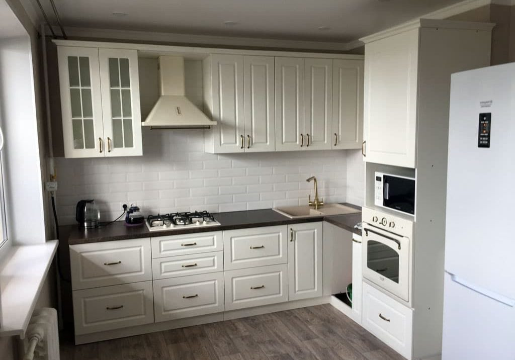 Углвоая белая матовая МДФ кухня, модерн