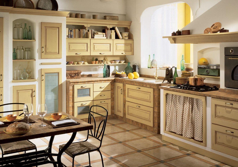 Встроенная кухня с крашенными фасадами массив